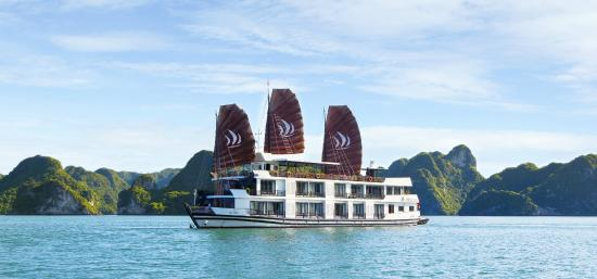 Pelican Halong Cruises - Day Tours