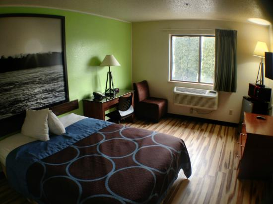 Super 8 Hagerstown: Queen Bed Room