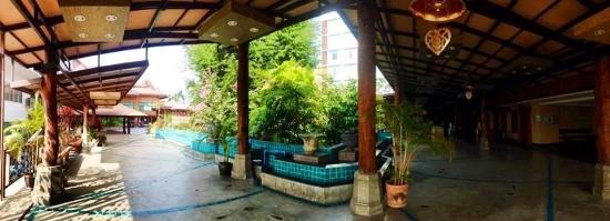 Khum Phucome Hotel: Hotel surroundings pt 1
