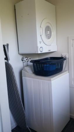 Panorama Court: Washing machine and dryer