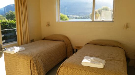 Panorama Court: Two single beds room