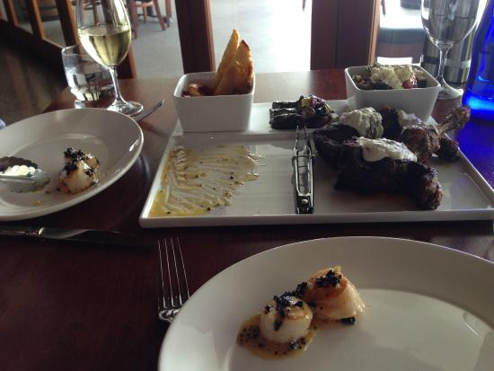 RidgeView Restaurant,Wines & Cottages: Sorry we had already started eating!