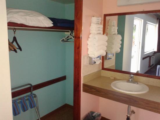 Island House Resort : Closet
