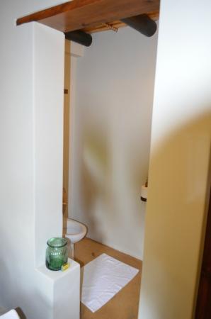 Augusta de Mist Country House: Toilet