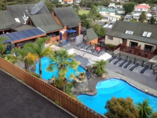 Club Paihia: View of the swimming pool complex