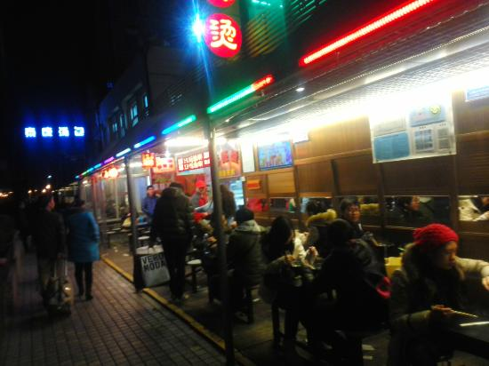 TaiKang Tangbao Guan: 奥側のお店の看板