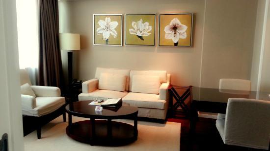 Somerset Emerald City Suzhou: 還有一個小客廳+餐桌,有家的感覺