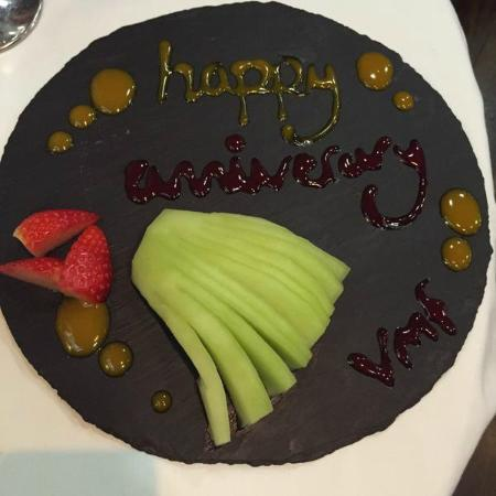 Restaurant VMF: 'Happy Anniversary' plate - a lovely and unexpected touch.