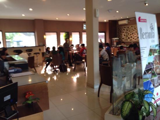 ロビー Picture Of Metro Hotel Cikarang Tripadvisor