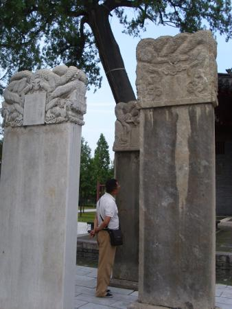 Pilu Temple : Tall Sculptures
