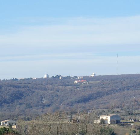 Saint-Michel-l'Observatoire, ฝรั่งเศส: L'Observatoire vu depuis Mane © Alain Rézette 24 jan. 2015