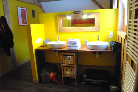 Chez Jeanmyvonne : La chambre jaune