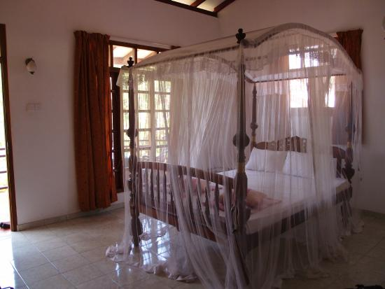 Palitha Guest House: The bigger bed