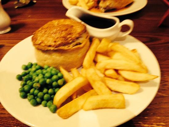 Crown Inn: Steak and ale pie with chips