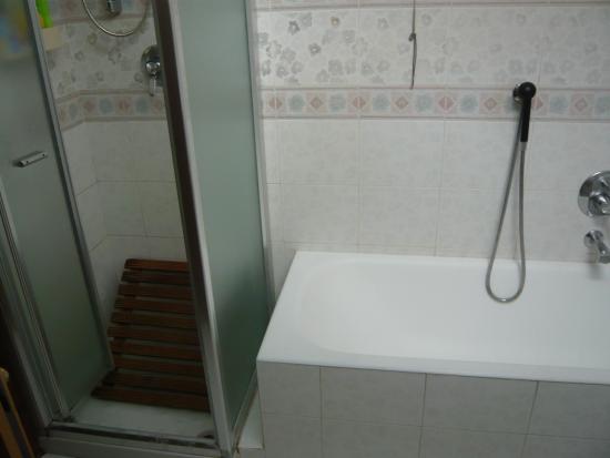 Ampia sala da bagno foto di b and b antico lavatoio - Sala da bagno ...