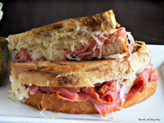 Green Door Cafe : Reuben Sandwich