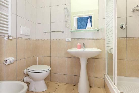 Ottaviano Guest House: Stanza da bagno con asciugacapelli