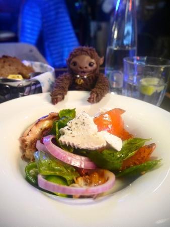 Goocha Dizengoff: Кальмары на планче с козьим сыром