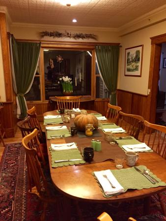 Farmhouse Inn at Robinson Farm: Table set for breakfast
