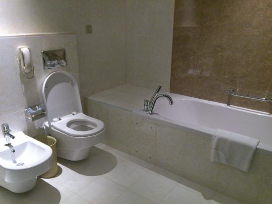The K Hotel: Bathroom 2