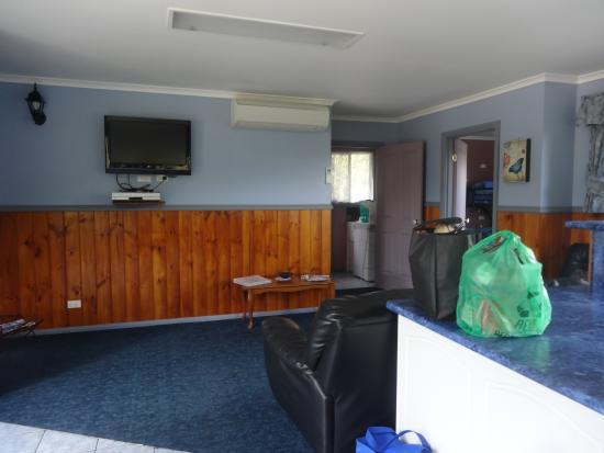 Homelea Accommodation: lounge area