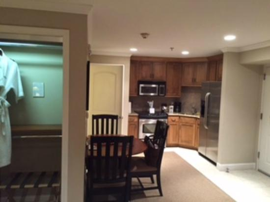 The Residences at Biltmore : Studio suite w/ view of kitchen area