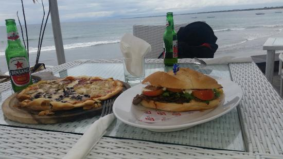 Oceans27 Bali : Pizza and steak sub