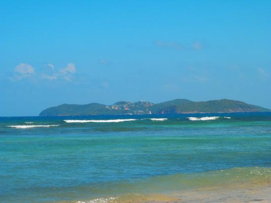 The Islander's Inn : view of mayreau from the beach