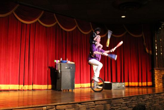 Rocking Horse Ranch Resort: Family show