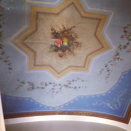Auditorium di Mecenate: Fresco on ceiling