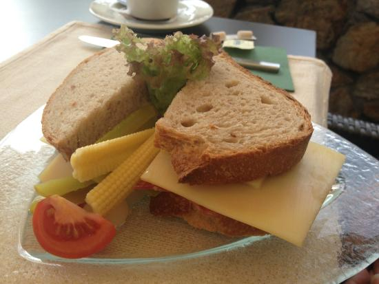 Schneider's Café Restaurant : Sandwich