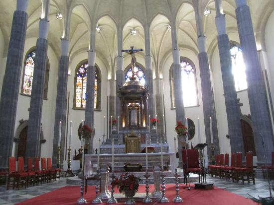 Santa Iglesia Catedral: Incredibly beautiful vaulted ceiling with stained glass windows