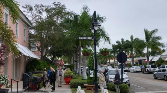 Third Street South : 3rd Street