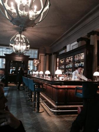 Rosewood London: scarfs bar