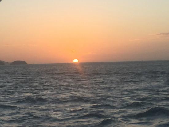 Kuna Vela Sailing Tours: Sunset at end of cruise