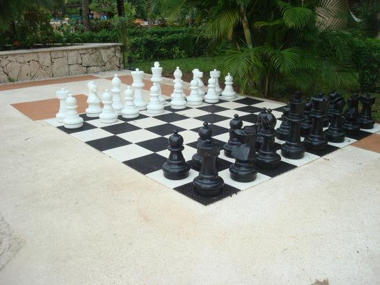 Dreams Riviera Cancun Resort U0026 Spa: Giant Chess Set At The Adult Pool