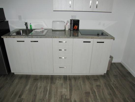 Regency Inn & Suites: Brand New Kitchen