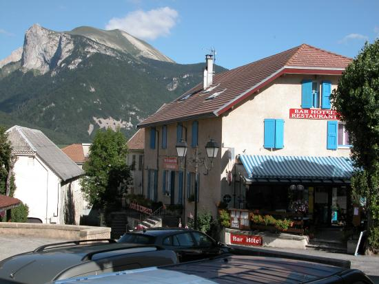 Site de montagne photo de hotel le commerce lus la for Les sites des hotels