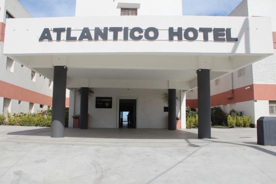 Atlántico Hotel: Entrada alternativa por la Av. 1.