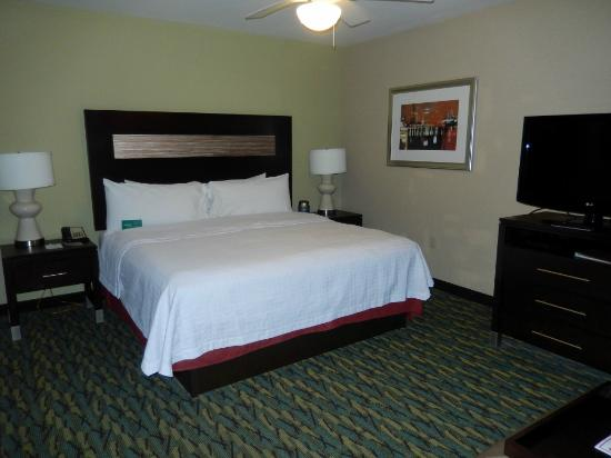 Homewood Suites by Hilton Orlando Airport: Bequemes, großes Bett