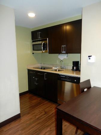 Homewood Suites by Hilton Orlando Airport: Küchenzeile