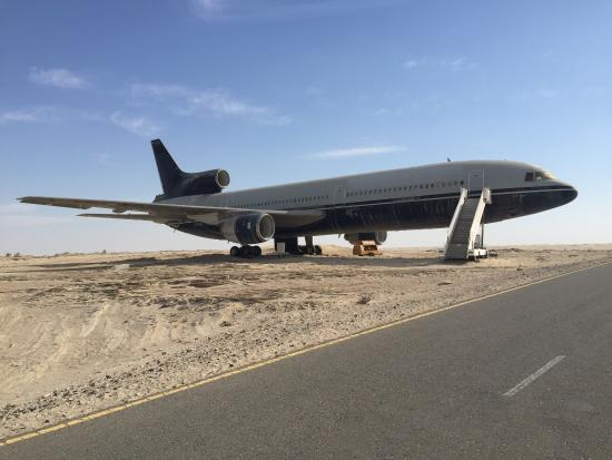 Emirates National Auto Museum : Plane in the middle of desert which you won't see anywhere else parked like this.