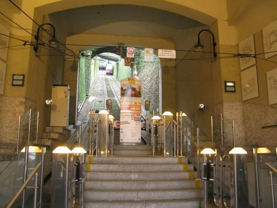 Best Western Hotel Cappello D'Oro: The base of the funicula to the old walled city.  It is only a 10 or 15 minute walk from the hot