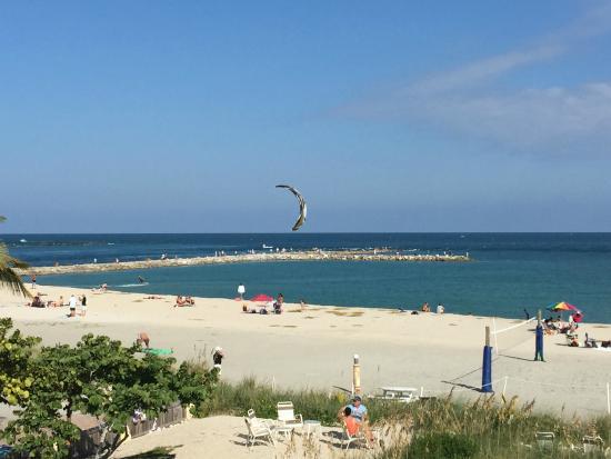 Kitesurfing Is Popular Photo De Beachfront Inn Fort Pierce Tripadvisor