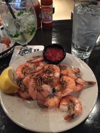 Shuckers Oyster Bar & Grill: Peel and eat shrimp