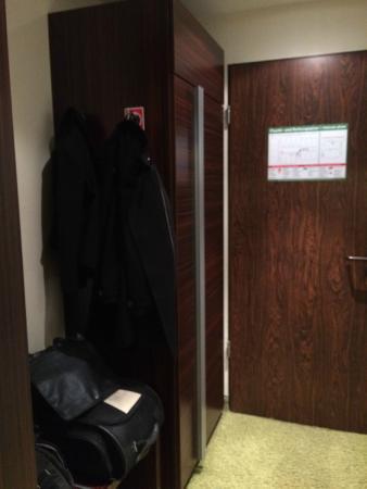 Hotel Aigner: Flur und Schrank in Zimmer 326