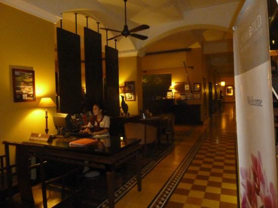 Bureau meuble parquet en beau bois et style colonial