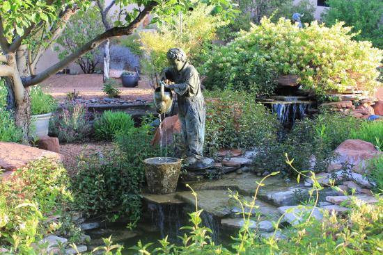 Adobe Village Inn : gardens