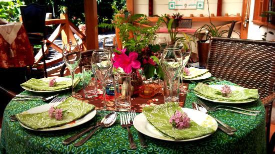 jardin encantado outside dining