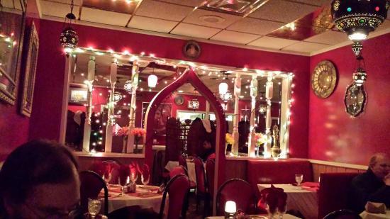 Star Of India Restaurant: Really good, nice atmosphere.  We had the nan, lamb vindaloo, spinach sag.  Will go back!
